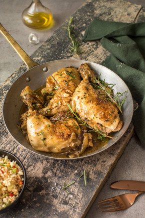 Chicken thighs with aromatic herbs